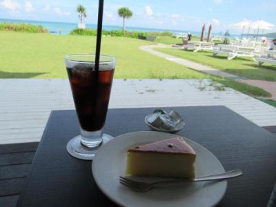 久米島と沖縄本島(7)イーフビーチホテルのラウンジ「ビーチカフェ」…