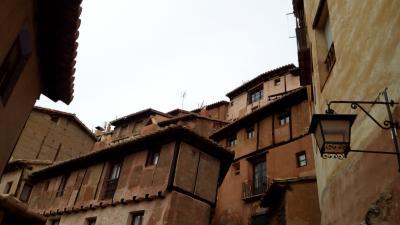 バレンシア州の飛び地を拠点に2泊3日の旅(前)~やけにシュールなアルバラシン