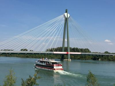 ウイーンでサイクリング ドナウ川を目指して