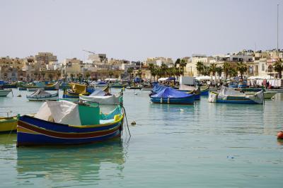 わくわく地中海クルーズ 6(1)マルタ島 色鮮やかな伝統漁船がたくさん浮かぶ港町 マルサシュロック