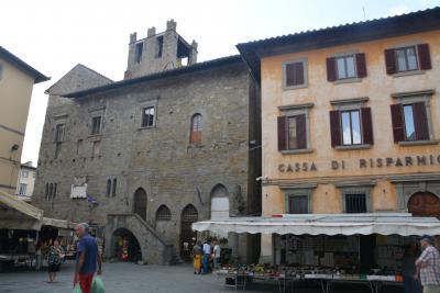 コルトーナ Porta Biforaから共和国広場 Church of St. Christopherへ