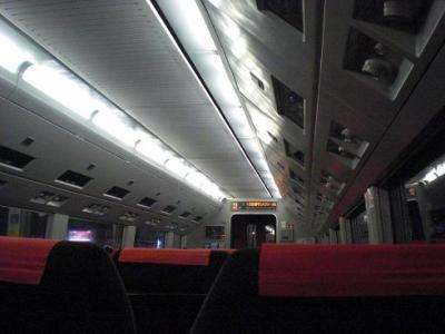 始発なので ガラガラ 新宿駅、渋谷駅でほぼ満員に なります