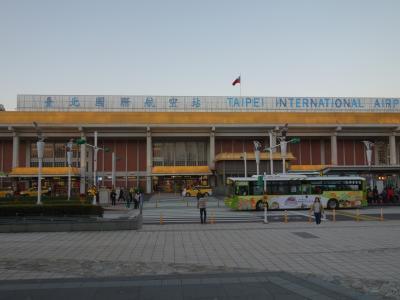 目的のお店はMRTの駅からちょっと離れています。今回は松山飛行場まで来ました。