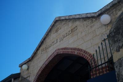 市場(マーケット)の外観です。 古い建物です。
