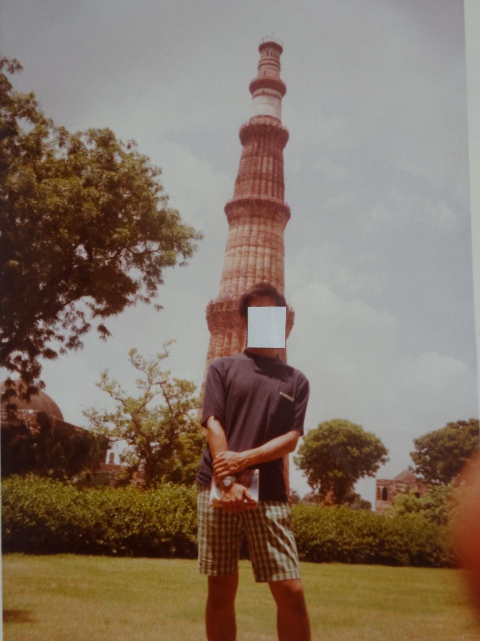 クトゥブ・ミナール(後方は72Mの塔) クトゥブ・ミナール(後方は72Mの塔)