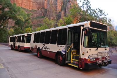 Zion National Park の散策はシャトル・バスで