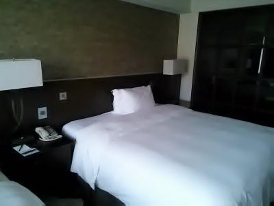 キングベッドに枕2個