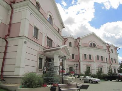 黄金の環のスズダリの世界遺産のスパソ・エフフィミエフ修道院のすぐ近くの豪華なホテル「ニコラエフスキー・ポサド」