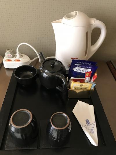 部屋にはコンプリメンタリーのコーヒーなどあり
