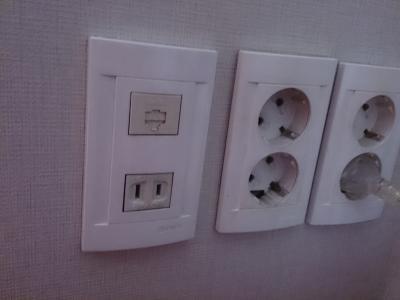 日本のコンセントもあり、スマホ充電そのままできました。