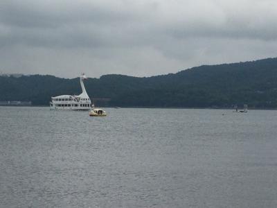 白鳥の遊覧船