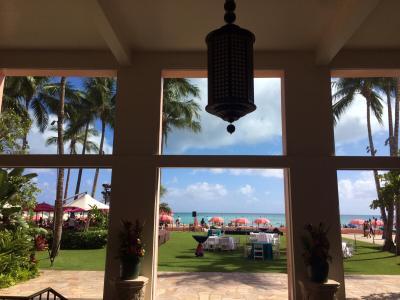 開放感あるホテル内からワイキキビーチも見えます