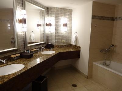 シャワールームとバスタブが分かれている