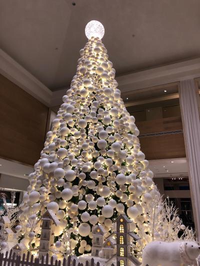 ロビーにはクリスマスツリーが