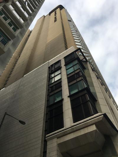香港島の郊外に建つ静かで快適な五つ星ホテル