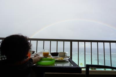 ラウンジでの朝食時に虹が見れました