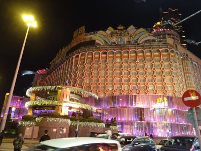 古いけど、豪勢なホテルです