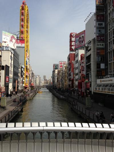 繁華街にある有名な川