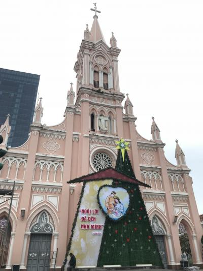 インスタ映えなピンク色の教会