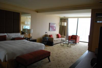 クラブルーム4650室、広いがインテリアはシンプル