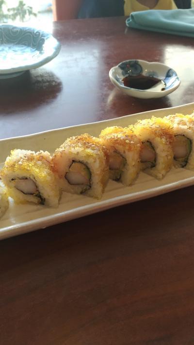 日本食レストランのカルフォルニアロール
