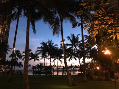 プールを前に夕焼けが美しい