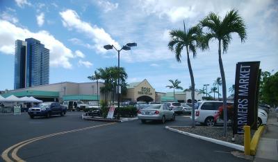 ロスドレス駐車場にある ★ カカアコ ファーマーズマーケット