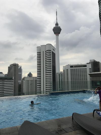 屋上プールが魅力のホテル