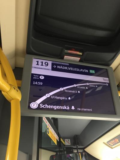 路線バス119系統でヴァーツラフ・ハヴェル国際空港からメトロA線(緑色)まで便利に移動できます