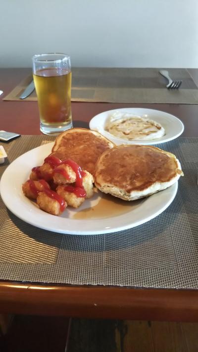 朝食の一例、主食や主菜は毎日種類が変わります。