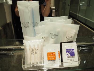 韓国には珍しく歯ブラシもある。