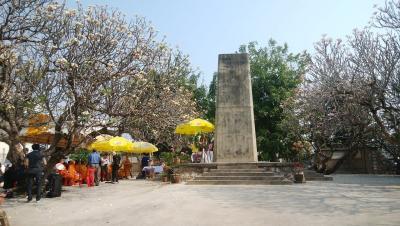 大きな「慰霊碑」
