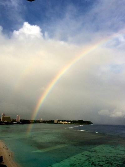 海面に落ちる虹