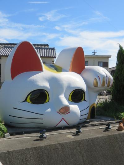 写真:とこなめ見守り猫 とこにゃん (招き猫通り)