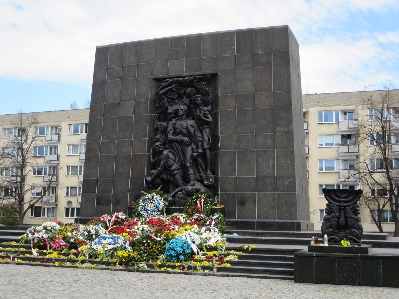ワルシャワ ゲットー記念広場Pommik Bohaterow Getta