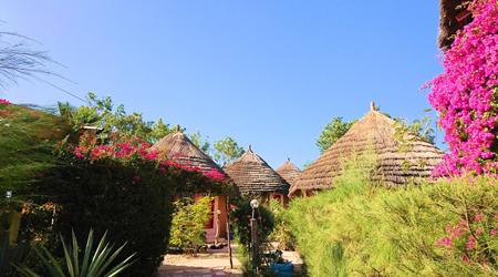 西アフリカ航空旅行(セネガル、ブルキナ、ニジェール、ギニア、マリ)の旅:6セネガルの田舎町ワランのコテージホテル