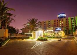 プレミア ホテル O.R タンボ