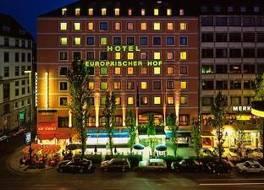 ホテル オイロペーイッシャー ホフ 写真