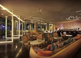 ローン パイン ホテル 写真