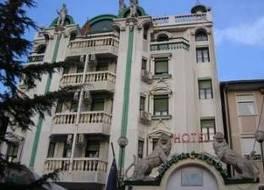 ホテル アンバセダー