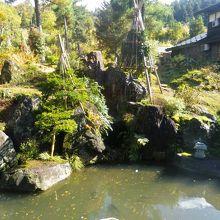 石川雲蝶作の彫刻で有名です