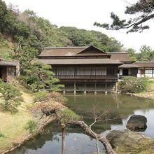 三溪園は生糸貿易により財を成した実業家原 三溪氏によって、造られた庭園です。