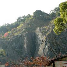 和泉葛城山系が美しく見える奥水間霊園