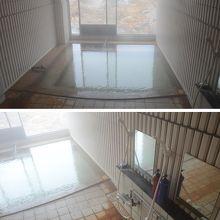 滝ノ上温泉 滝観荘の女湯。窓を開けるとワイルドな眺め。