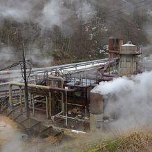 滝ノ上温泉の上流にある葛根田地熱発電所。