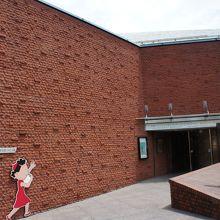 さざえさん通りの先には長谷川町子美術館