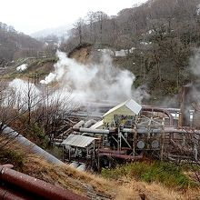 滝ノ上温泉から更に上流の葛根田渓谷には、葛根田地熱発電所あり