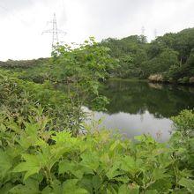 旧国道46号の秋田・岩手県境にあるヒヤ潟、神秘的です