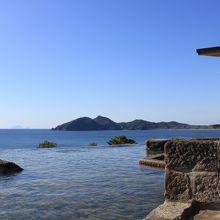 海と一体になれる温泉!