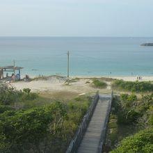 3.浦田海水浴場関連施設から見た海